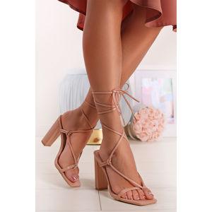 Béžové šněrovací sandály na hrubém podpatku Lia