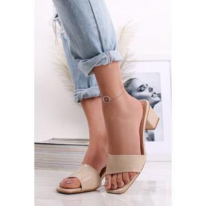 Béžové pantofle na hrubém podpatku Avery