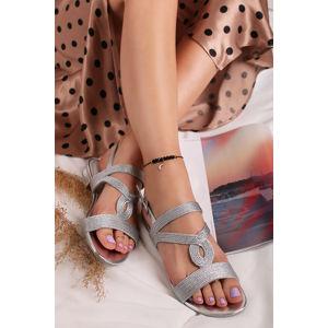 Stříbrné sandály na nízkém podpatku 2-28185