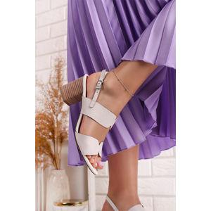 Bílé kožené sandály na hrubém podpatku 2-28301