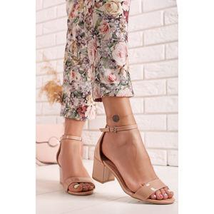 Béžové lakované sandály na hrubém podpatku Dakota