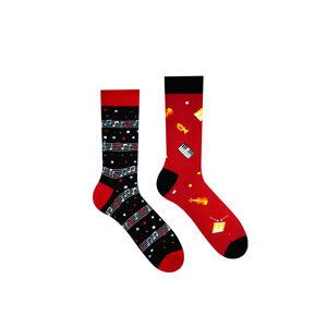 Černo-červené vzorované ponožky Music