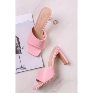 Světle růžové pantofle na hrubém podpatku Anette