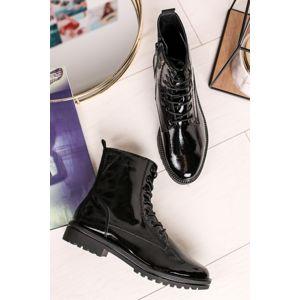 Černé lakované šněrovací kotníkové boty 1-25209
