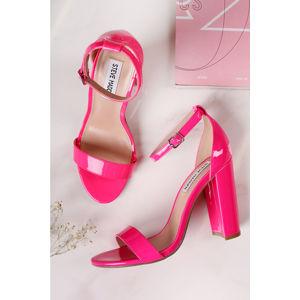Fuchsiové sandály Carrson