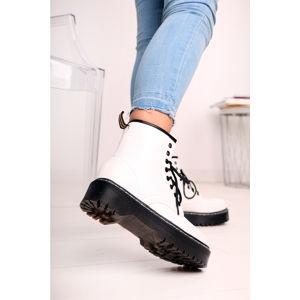 Bílé kotníkové boty Christelle